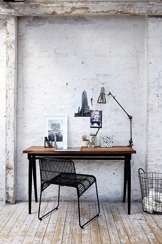 11-mix-whitewashed-brick-and-industrial-furniture-for-functionality