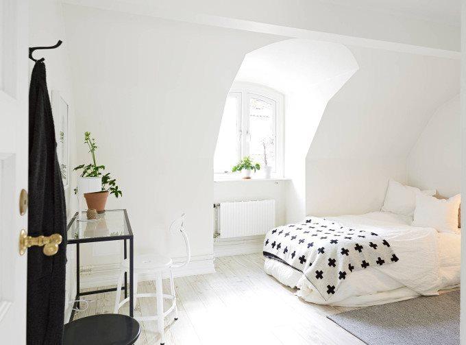 white-apartment-greens-bedroom-black-680x503