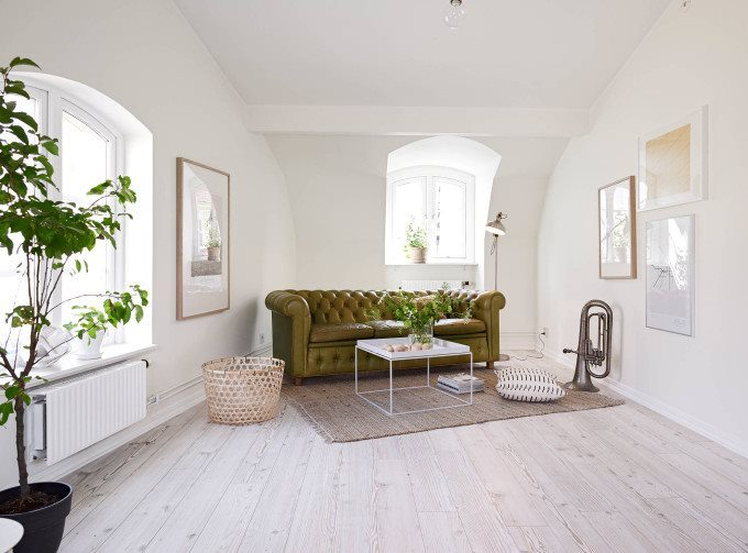 white-apartment-greens-sofa-680x503